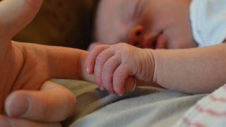 赤ちゃんの爪切りはいつから必要?失敗しない方法はこれ