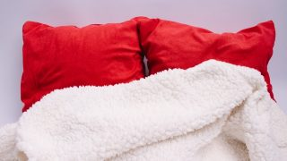 寝る時に肩が寒い原因は布団?毛布の掛け方?対策とおすすめグッズ3選