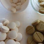 薬や錠剤が大きくて飲めない時の対策。正しい飲み方とおすすめの裏技