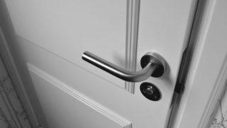 ドアの鍵(サムターン)が引っかかってうまく回らない時は?
